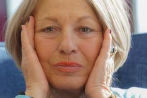 Ältere Frau mit faltigem Gesicht © Rainer Sturm_pixelio.de