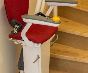 Treppenstufen mit dem Rollstuhl überwinden