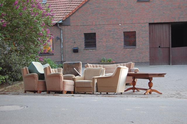 Wohnungsaufloesung mit alten Moebeln